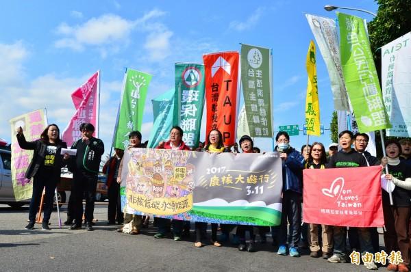 311「非核低碳 永續能源」大遊行記者會,全國廢核行動平台邀請全民於3月11踴躍參加台北、高雄及台東同步舉行的今年的廢核遊行,展現持續監督的意志。(記者王藝菘攝)