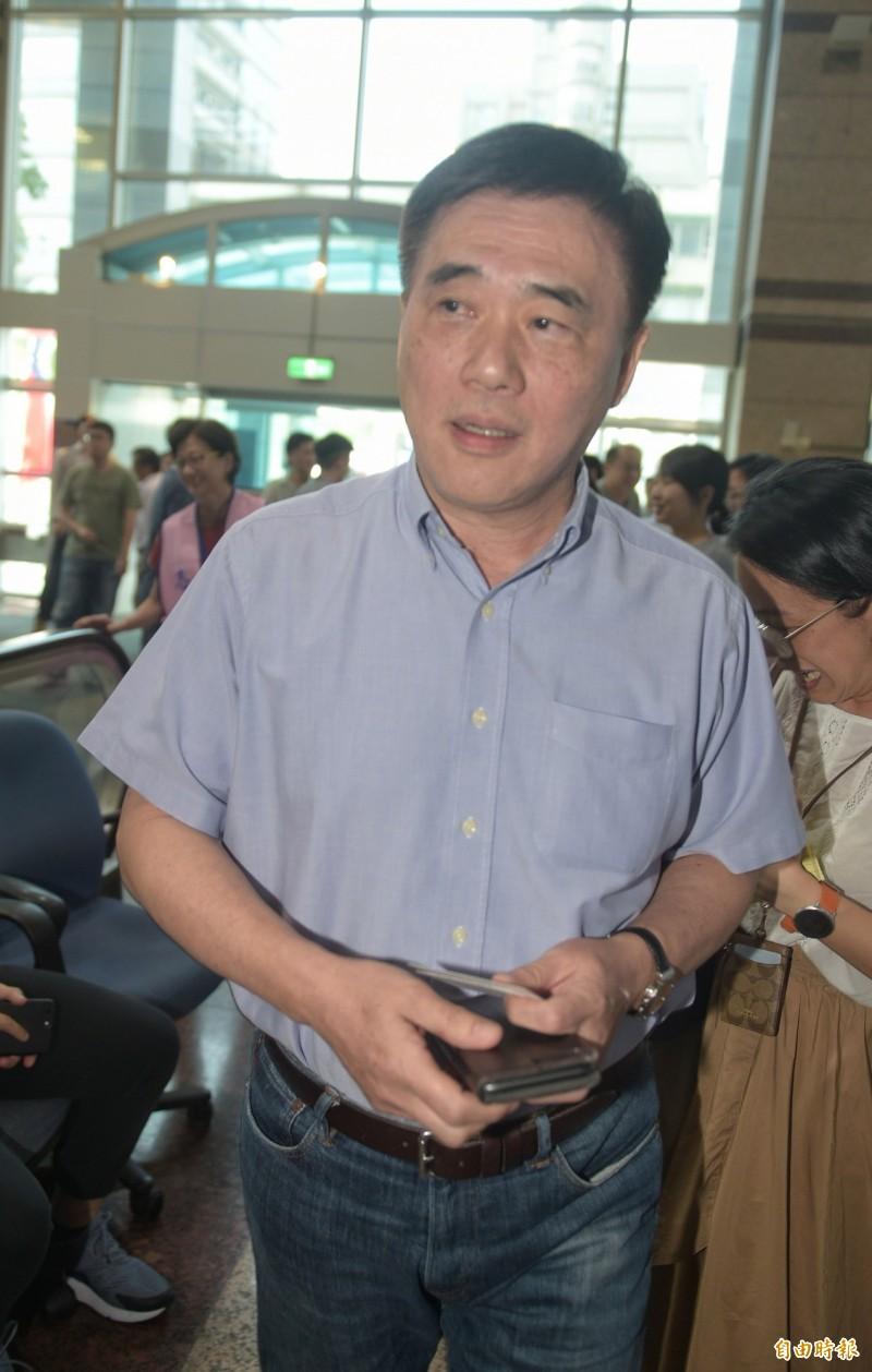 國民黨副主席郝龍斌在臉書撰文表示,高雄市長韓國瑜出國,是在努力推廣台灣優質農產品,反觀台北市長柯文哲出國,努力推銷別國核災區的農產品,「這種奇葩市長我還第一次看到!」(資料照)