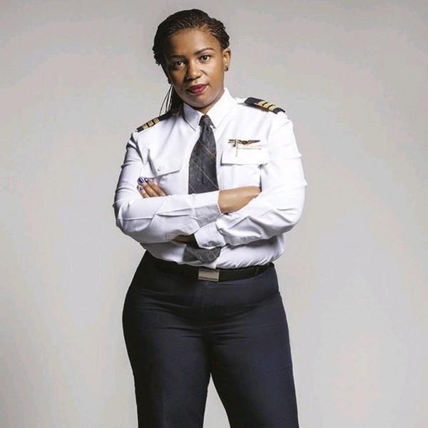南非首位黑人女性飛行員馬哈帕和全女性的機組人員飛行約11小時,完成為南非航空史上最有意義的一次飛行紀錄(圖擷自@ SheSouthAfrica twitter)