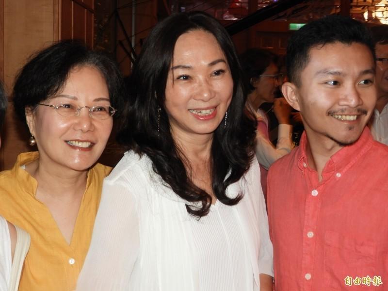 高雄市長韓國瑜的太太李佳芬22日晚間表示:「很感慨啊,背後被開槍的感覺很不舒服。」(記者葛祐豪攝)