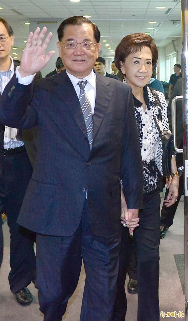 儘管多方反對,前國民黨榮譽主席連戰今天下午仍執意搭機前往中國北京參加93大閱兵。(記者姚介修攝)