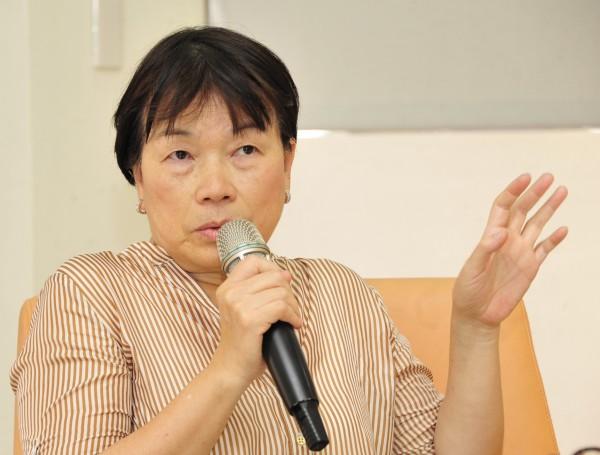 《史明口述史》得獎人高分貝向文化部長龍應台表達「尊重台灣文學專業」、「拒絕殖民文化政策」。(資料照,記者潘少棠攝)