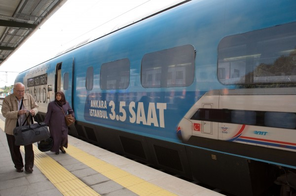土耳其推動高鐵與鐵路現代化,計畫耗資350億歐元(約新台幣1.2兆元)採購新列車,與中國交涉合約破裂,希望改由德國西門子帶領的投資集團接手。(彭博)