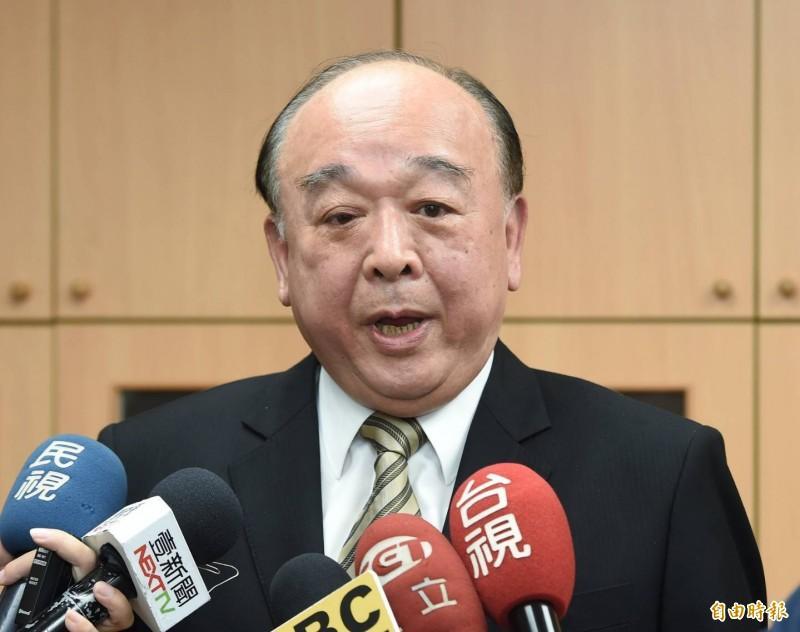 國民黨立委吳斯懷上午在立法院辦公室受訪。(記者廖振輝攝)
