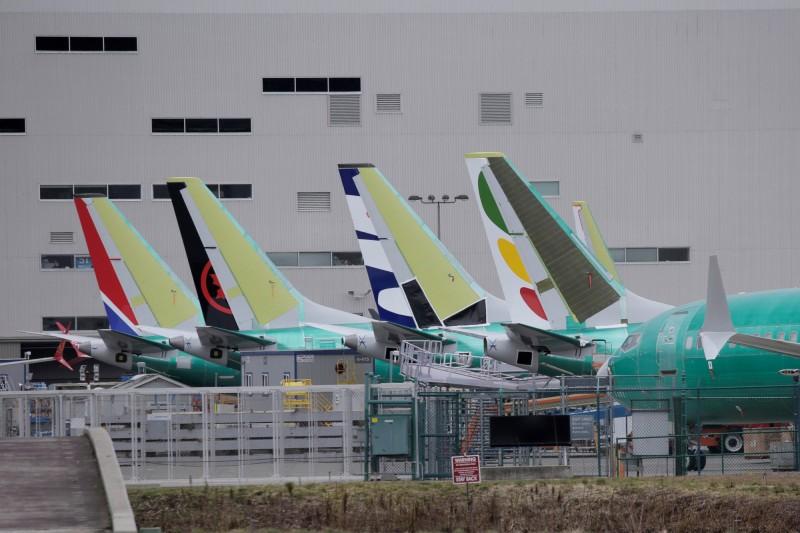 波音737 MAX8半年內連摔兩架,專家對該款飛機該不該繼續飛意見不一。圖為在美國華盛頓州裝配廠裡的737 MAX8。(路透)