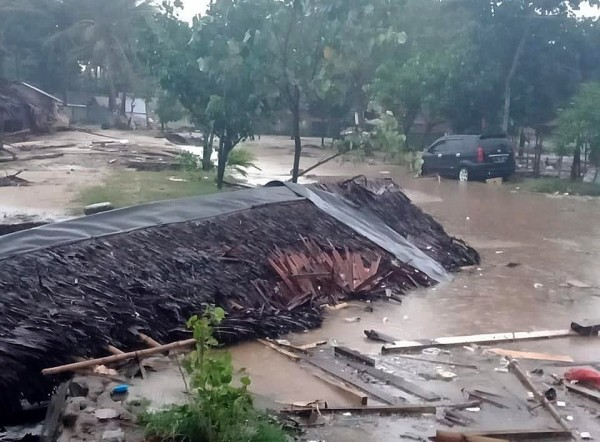 因火山爆發,印尼巽他海峽(Sunda Strait)22日晚間發生海嘯,造成嚴重死傷。(歐新社)