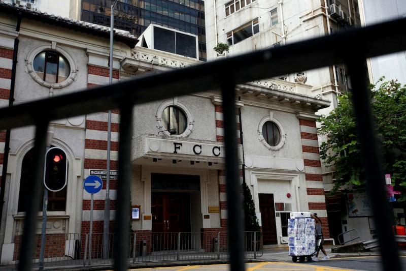 近日傳出港府為因應《港版國安法》,香港入境處已增設「國安部門」審核駐港的外國記者,香港外國記者會(見圖)今天(8月12日)已行文入境處要求說明。(路透)