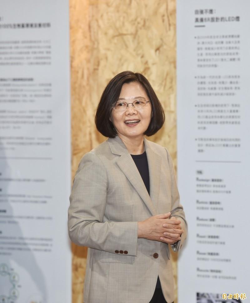蔡英文總統今天下午在總統府接見台灣基督長老教會多位牧師,面對牧師們打氣,總統說,大家給他溫暖,「我是非常感動,謝謝你們給我的祝福」,對於台灣的未來,大家都很關心,也很焦慮,他要向大家說:「蔡英文面對中國壓力,我從沒有低頭過!」(資料照)