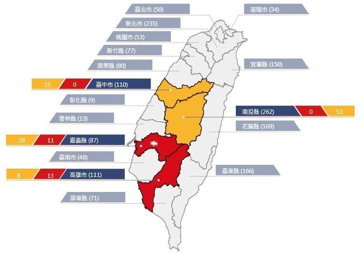 農委會水土保持局18點半發布24條土石流紅色警戒。圖中,黃色指「黃色警戒」,紅色指「紅色警戒」,藍色指「土石流潛勢溪流調查數量」。(擷取自農委會水土保持局網站)