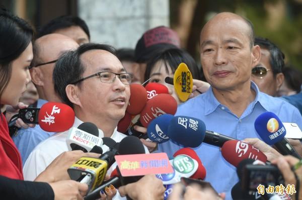 吳寶春、韓國瑜2人今天下午受訪。(記者張忠義攝)