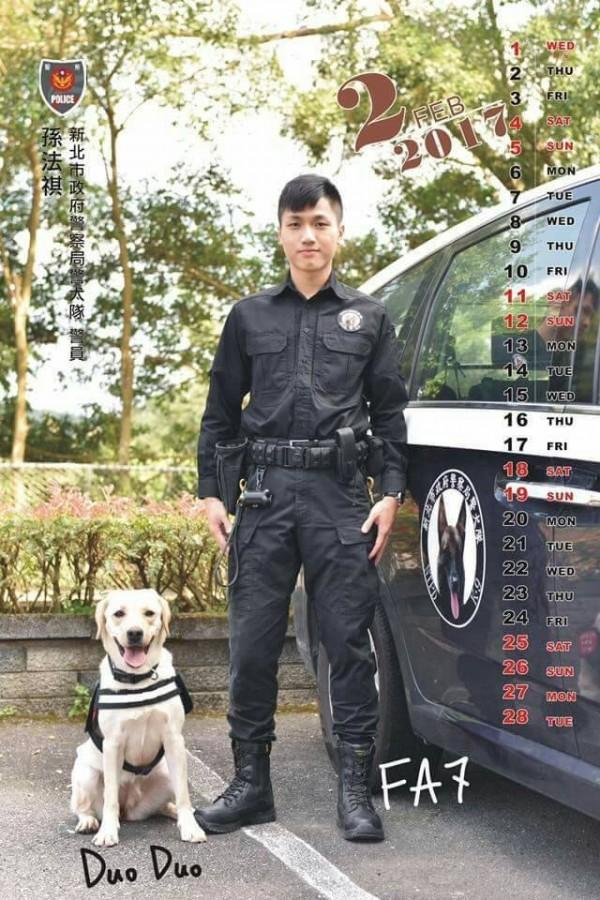網友認為新北市警犬隊的警察制服好看又實用。(取自野生警察制服裝備改革委員會臉書)