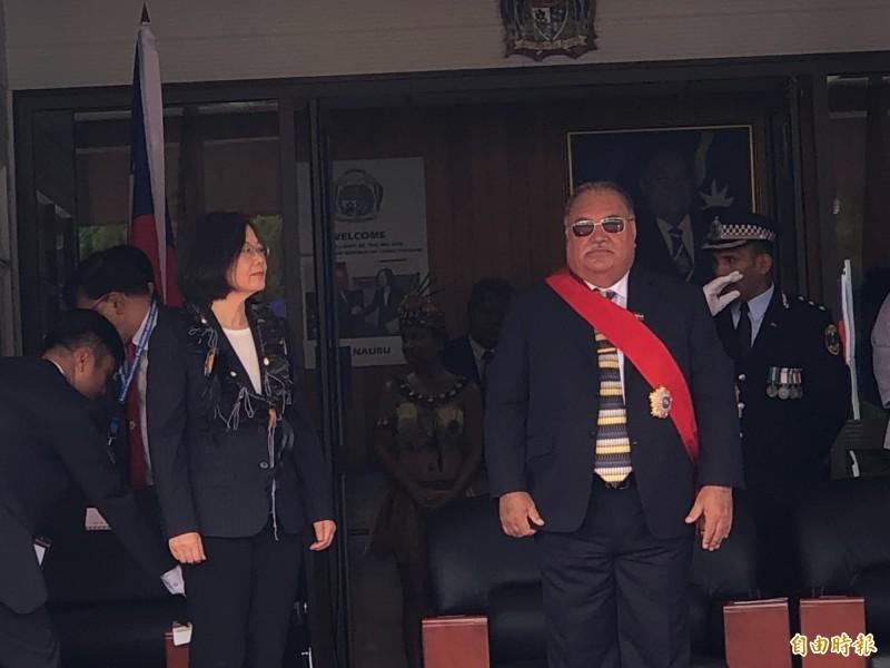 正訪問友邦諾魯的蔡英文總統今表示,總統府秘書長陳菊曾赴中國訪問,還有提「馬總統」,所以希望韓市長這次與中國見面,他也要說出台灣人共同的期待。(記者蘇永耀攝)