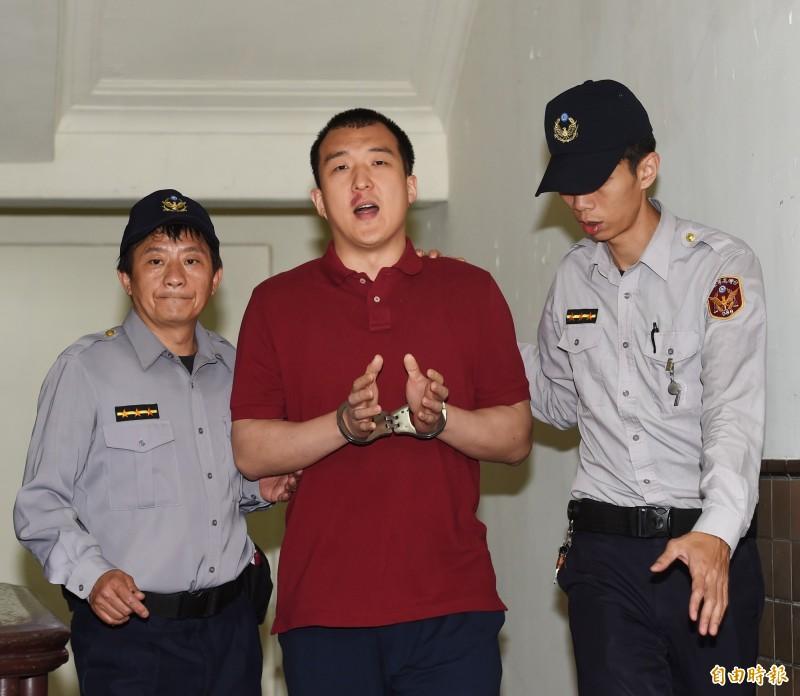 中國籍男子周泓旭(見圖中)被控來台發展組織未遂,一、二審均依判刑1年2月,最高法院今駁回而定讞。(資料照,記者方賓照攝)