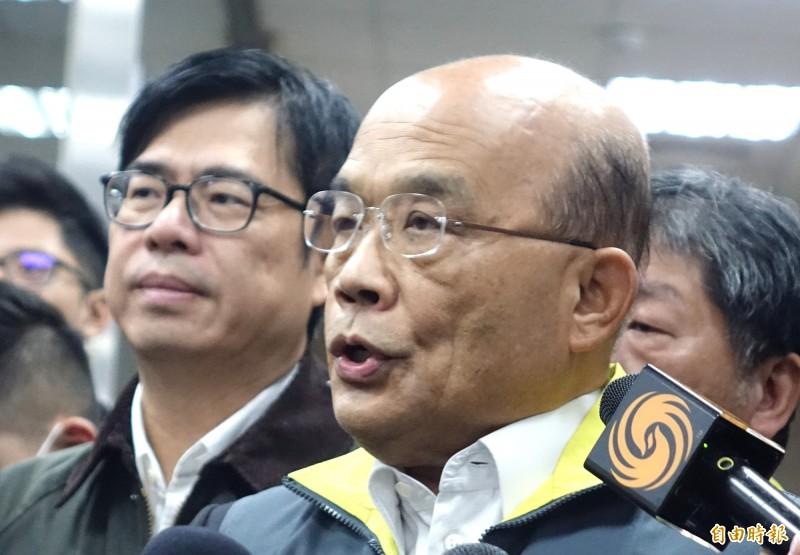 行政院長蘇貞昌到中央流行疫情指揮中心,視察慰勉防疫人員。(記者王藝菘攝)
