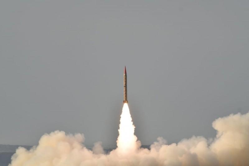 聯合國裁軍研究所呼籲世界重視核武風險。圖為巴基斯坦可搭載核彈頭的對地彈道飛彈Shaheen II。(路透)
