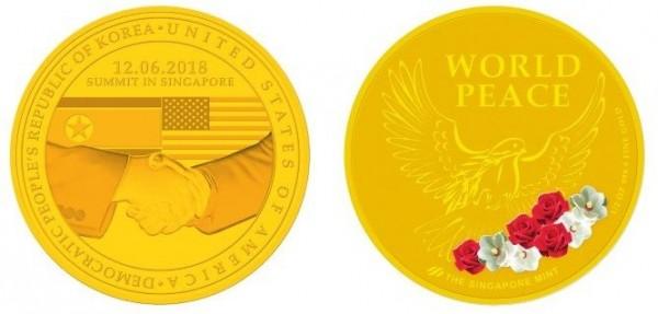 新加坡造幣廠也同在今天發行「川金會」紀念幣,正面一樣印有兩國元首握手的圖案,並且加上「於新加坡會談」字樣。(圖擷取自新加坡造幣廠)