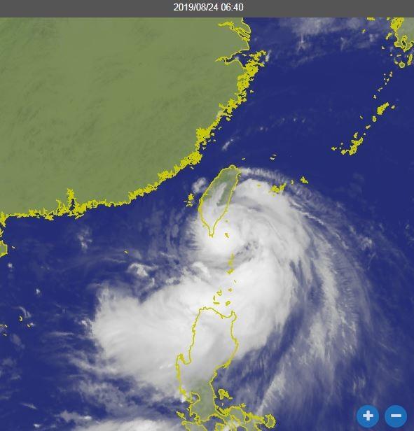 氣象局預估,白鹿中午之後至下午間,颱風中心從台東至恆春半島間登陸的機率較大。(圖翻攝自氣象局)