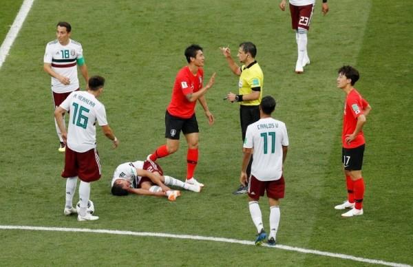 南韓踢法太「髒」,昨對墨西哥一役竟出現高達24次犯規。(路透)