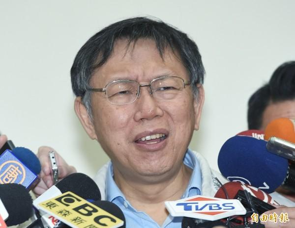 台北市長柯文哲22日出席鄰里交通環境改善頒獎典禮暨成果觀摩會,會前受訪。(記者廖振輝攝)