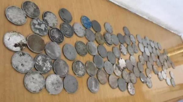 遠辰客運坦承給了牟女將近7000枚的硬幣,但工作人員稱,有提前通知牟女,但她也沒表示反對。(圖擷取自澎湃新聞)