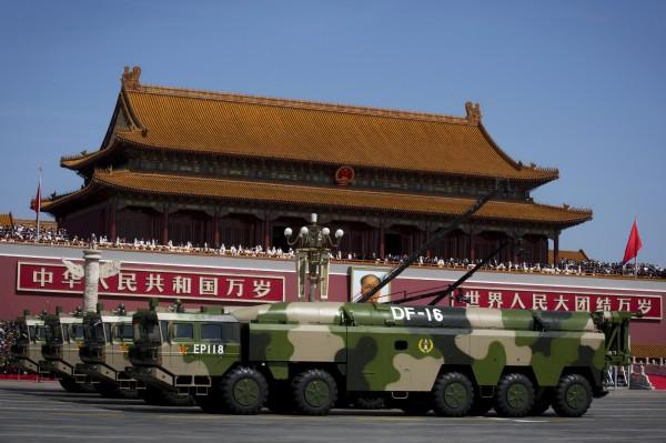 美媒表示,東風16型彈道飛彈對台灣最具殺傷力,它具備終端機動性能躲避防空系統。(美聯社)
