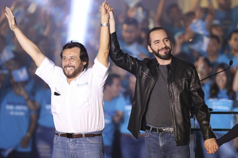 薩爾瓦多總統當選人布格磊(右)及副總統當選人菲力克斯·烏佑亞(左)。(美聯社)