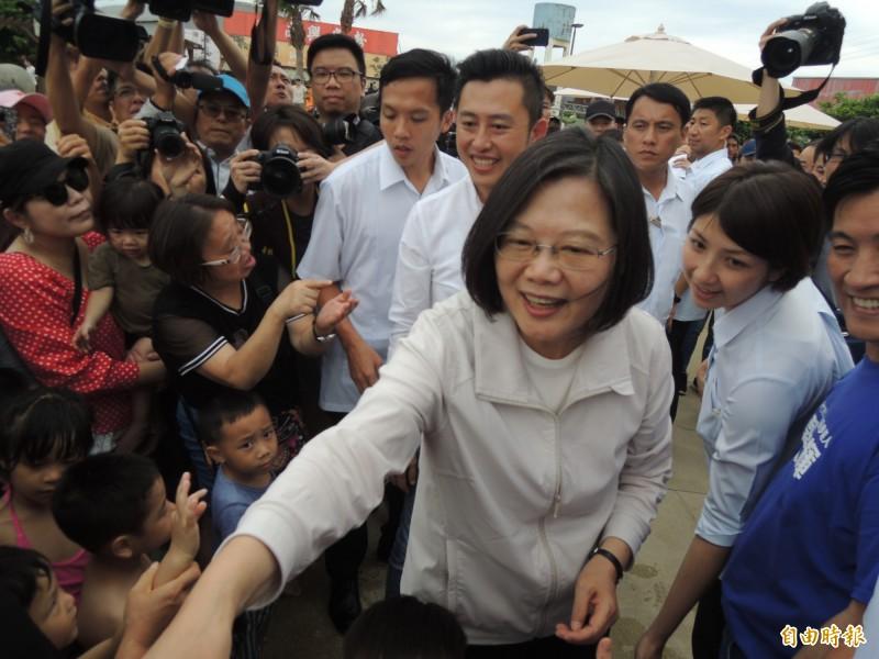 蔡英文總統今早再重申「台灣人珍愛我們的民主,也堅持我們決定自己命運的權利。『一國兩制』不會是台灣人的選項」。(資料照)