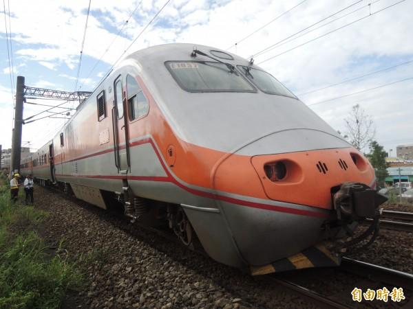 台鐵122次由潮州開往基隆自強號,於今日下午4時04分在富岡至楊梅間西正線統一平交道發生死傷事故。(資料照,記者江志雄攝)