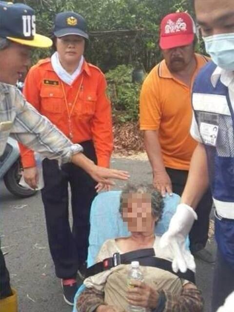 老阿嬤被尋獲時,身體看來有些虛弱,但意識清楚。(記者蘇福男翻攝)