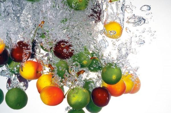 水果中含有豐富營養素,每天都要適量攝取。(情境照)