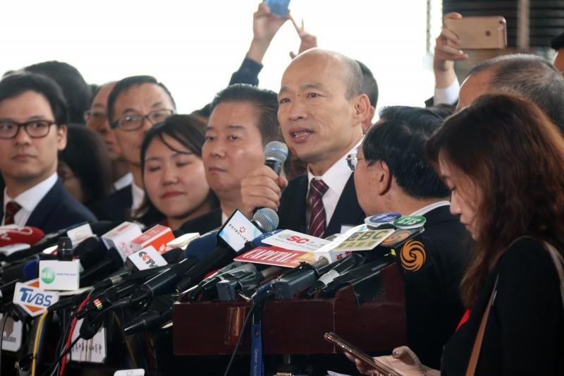 高雄市長韓國瑜22日訪港,破天荒受邀到中聯辦作客,引起輿論嘩然。(中央社)