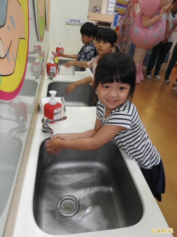 衛生局提醒正確勤洗手是預防腸病毒的不二法門。 (記者方志賢攝)