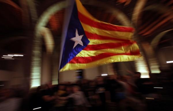 西班牙經濟部長金多斯(Luis de Guindos)週一(1日)表示,加泰隆尼雅獨立風波,讓西班牙虛耗了10億歐元(約356億新台幣)。(美聯社)