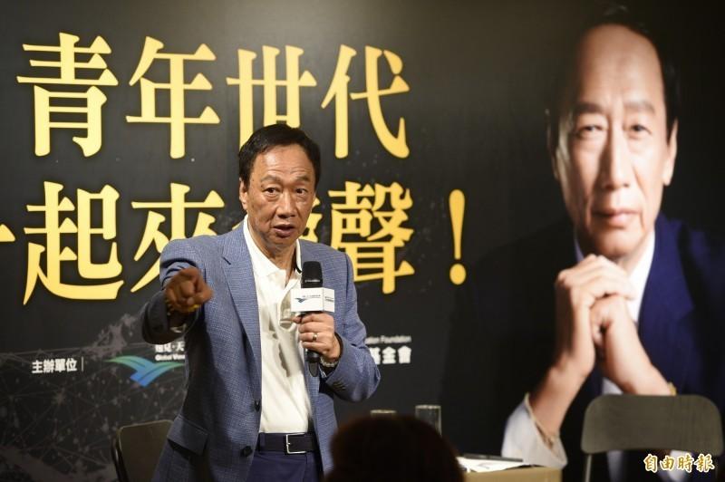 鴻海離職員工日前PO出38K薪資明細遭郭董否認,昨晚再度發文指控。(資料照)