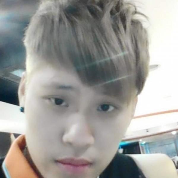 因性交罪受保護管束的潘俊皓(25歲),10日下午被發現電子腳鐐出現異常,經查詢,發現該男已破壞腳鐐逃逸,損毀的電子腳鐐則在花蓮鳳林大富火車站附近被發現,台東地檢署已立即發布通緝。(擷自臉書)