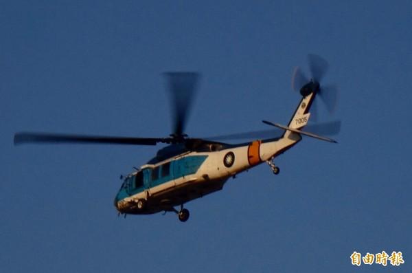 國防部今天執行直升機試降博愛營區任務。圖為海鷗直升機。(記者簡榮豐攝)