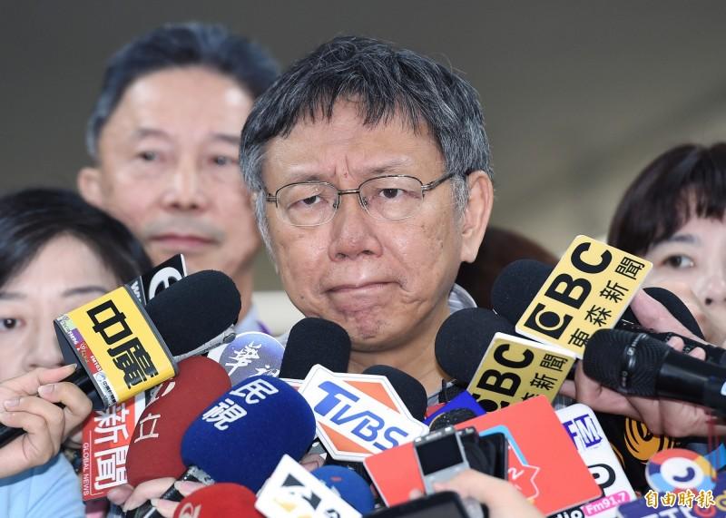 對於是否參選2020,台北市長柯文哲接受電視專訪時說,他現在還在等總統蔡英文交考卷,也在等郭台銘交卷。(資料照)