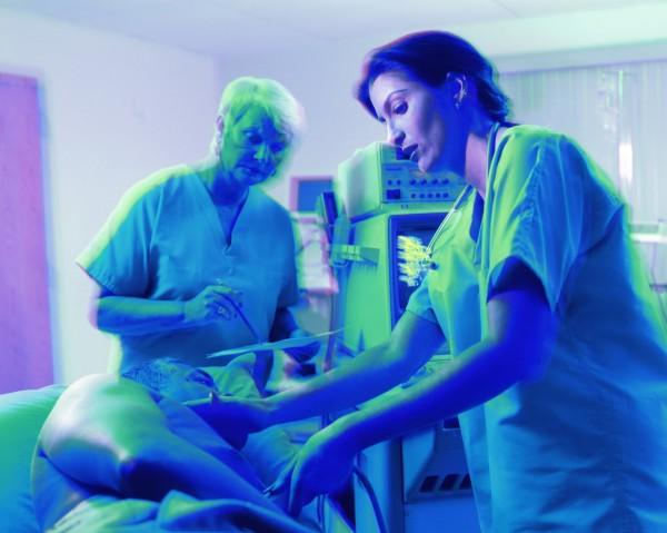 中國1名老翁因心血管疾病被送入醫院,住院了長達61天,治療費約莫167萬人民幣(約新台幣741萬元)。(情境照)