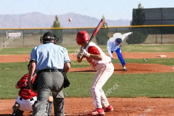 柯文哲跌倒照被P成奮力投球的棒球投手,以這種力道來講應該是火球男的等級。(圖擷自PTT)