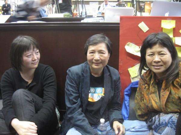 2014年蔣月惠曾跟著太陽花學運進駐立法院14天,當時曾與鄭南榕遺孀葉菊蘭合照。(圖擷自蔣月惠臉書)