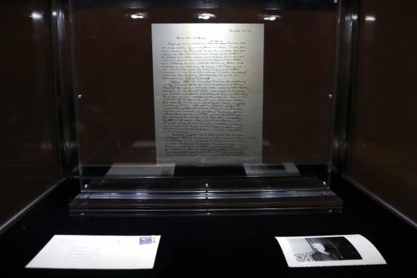 愛因斯坦「上帝之信」在拍賣會上以290萬美元成交。(路透)