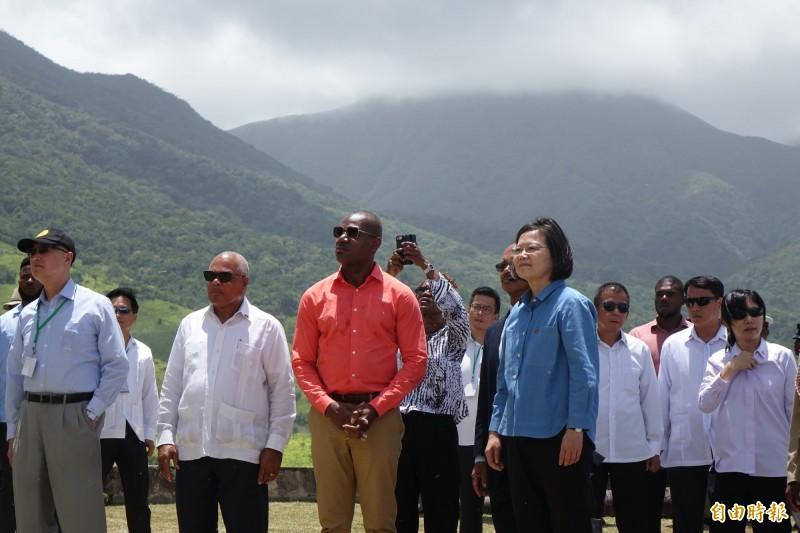 總統蔡英文參訪布林史東堡壘國家公園,由克國副總理李察斯導覽。(記者楊淳卉攝)