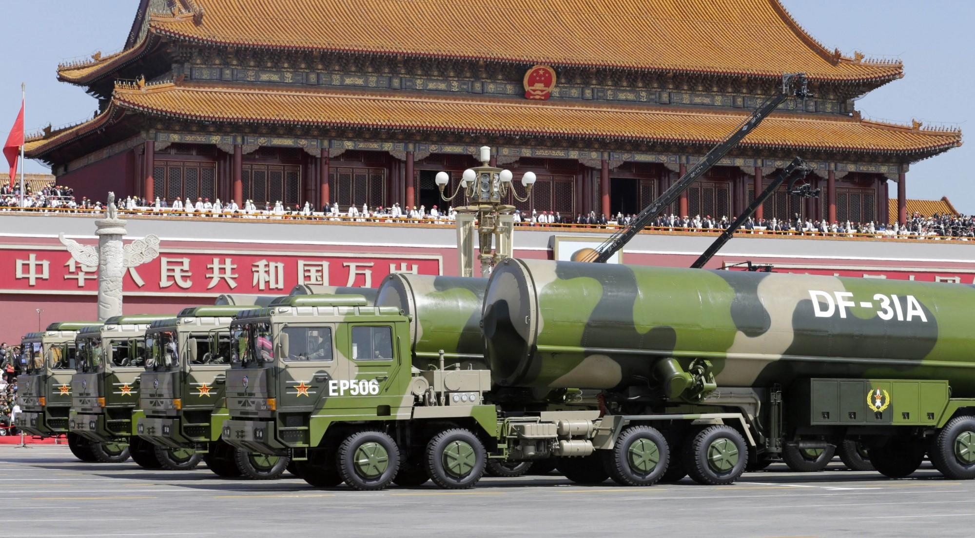 中共將在10月1日舉行建國70週年閱兵典禮,有消息傳出解放軍將首次展示洲際彈道飛彈東風-31A改進型,並讓航母飛鯊中隊的殲15艦載機列隊飛行。東風31A示意圖。(法新社)