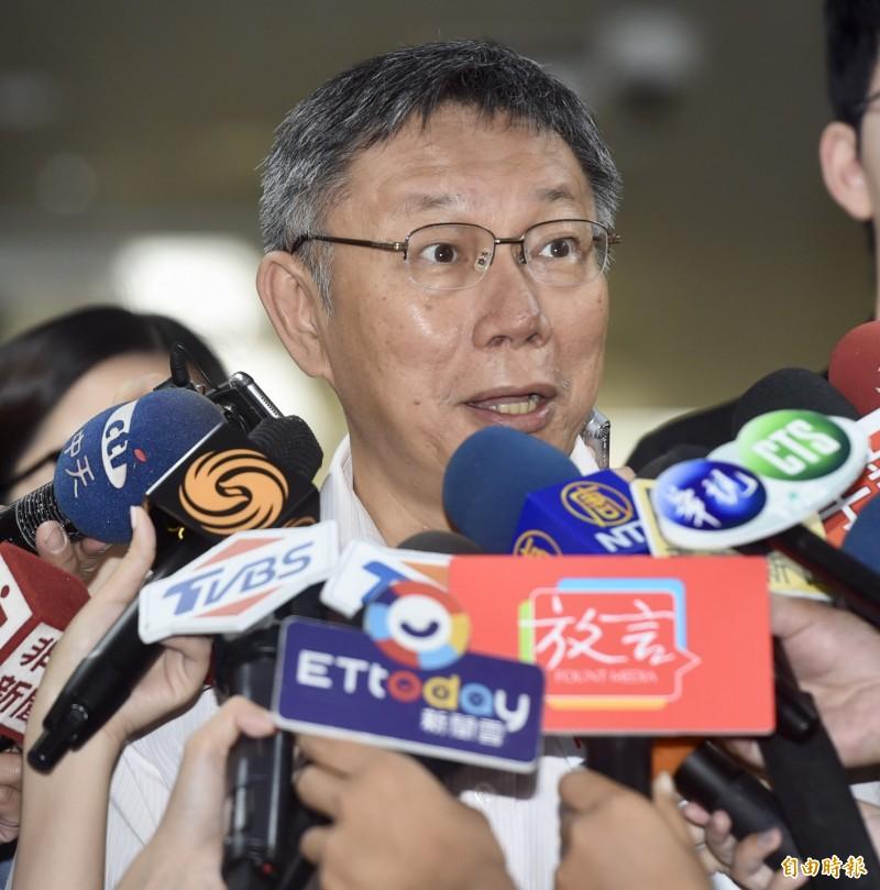 媒體提到郭台銘可能脫黨參選,台北市長柯文哲一聽也直呼,脫黨喔?哇,每個消息聽起來都很聳動啊!(記者簡榮豐攝)