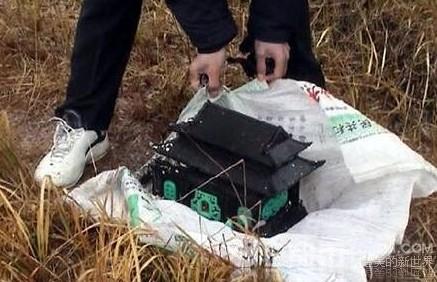 中國有男子因覺得太寂寞,竟連偷了26個女子的骨灰。(圖擷取自網路)