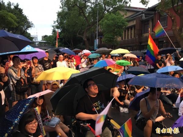 平權公投失利,伴侶盟喊話:看見300多萬人支持同志。圖為同志集會。(資料照)