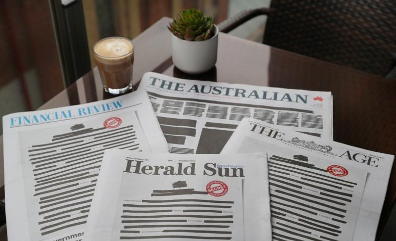 多家澳洲報紙在去年10月將頭版全數塗黑,以抗議政府限制新聞自由。(歐新社)