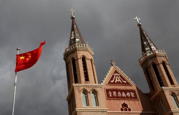 有中國神父透露,中共迫害地下天主教,除了強硬抓捕神職人員外,另一方面還採用「分化」手段。(路透)