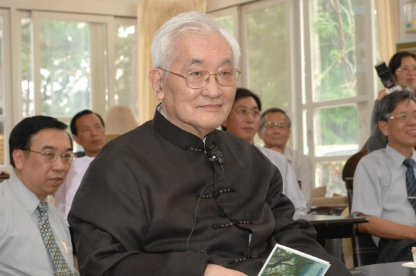 沈君山,不但是知名物理學家,同時也是橋牌國手、圍棋高段以及知名作家,有「才子」美譽。(資料照,清大秘書處提供)