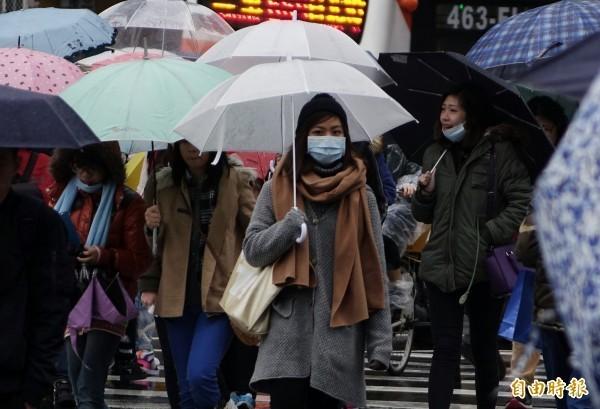 北台灣一路濕冷到週日。(資料照)